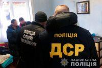В Черновцах заключенные выманивали деньги через интернет