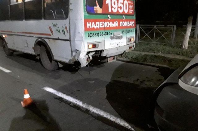 В Оренбурге столкнулись два автобуса, пострадали пассажиры.