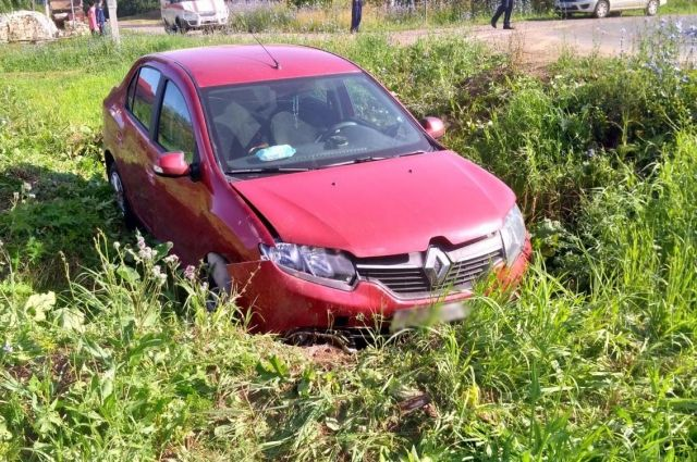 В Удмуртии во вине женщины-водителя в ДТП пострадали двое детей