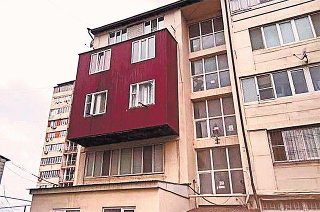 А что, так можно было? Как жильцы делают бассейн на крыше и гараж в доме