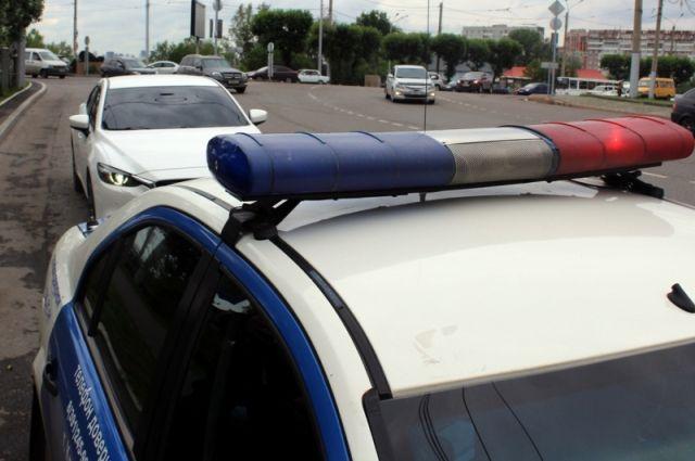 Сотрудники ГИБДД обращают внимание водителей на необходимость соблюдения скоростного режима.