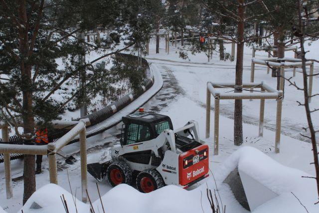 Работы по подготовке к зиме идут во всех городах и районах.