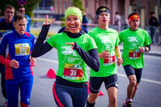 За 6 лет увлечения бегом еще одна жительница окружной столицы Татьяна Скалдина пробежала 3 марафона, а уж преодолённых полумарафонских дистанций не сосчитать.