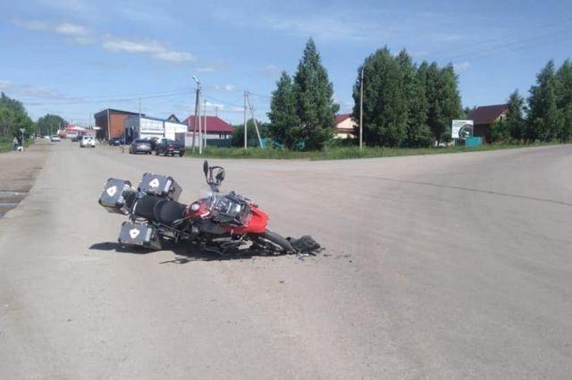 Под Тюменью пьяный мотоциклист выехал на встречку, погибли двое человек