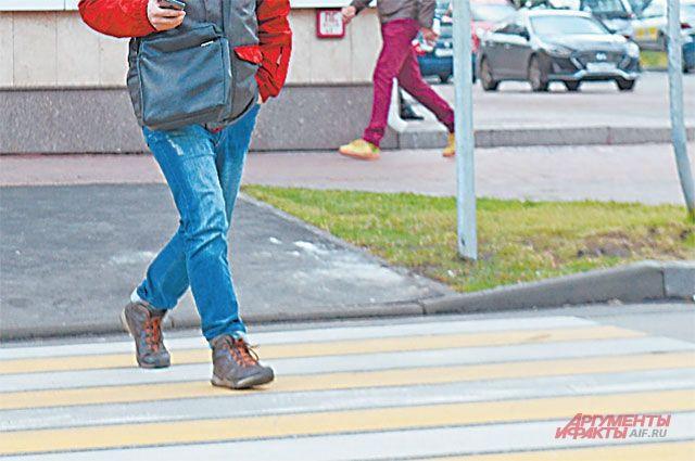 В Орске водитель сбил двух школьниц, переходивших дорогу по «зебре». Одна девушка получила перелом и была госпитализирована.