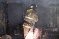 мужчина выпрыгнул из окна четвёртого этажа, спасаясь от огня.