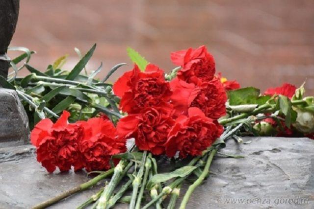 В тюменском селе установили мемориальную доску в честь Серафима Романова
