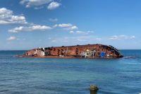 В Одессе снова не смогли убрать затонувший танкер с места аварии