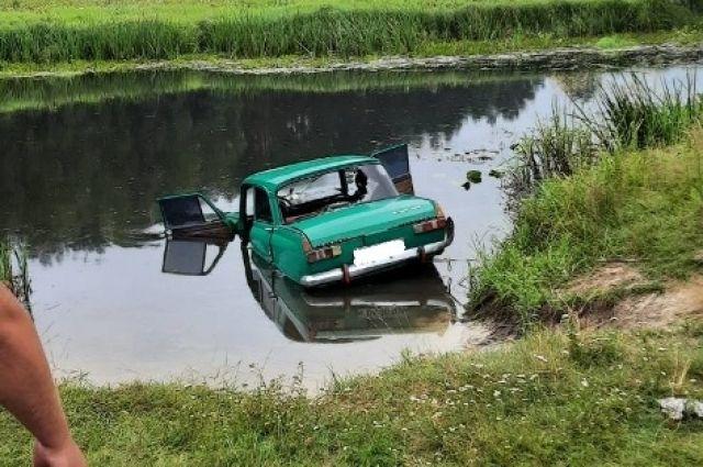 В Житомирской области авто слетело с дороги в реку, водитель погиб