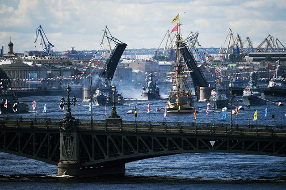 Парусный линейный корабль «Полтава» икорабли Балтийского флота вакватории Невы.