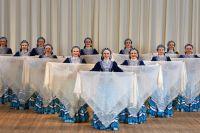 Академический русский народный хор Оренбурга исполнит песню про пуховый платок на английском языке.