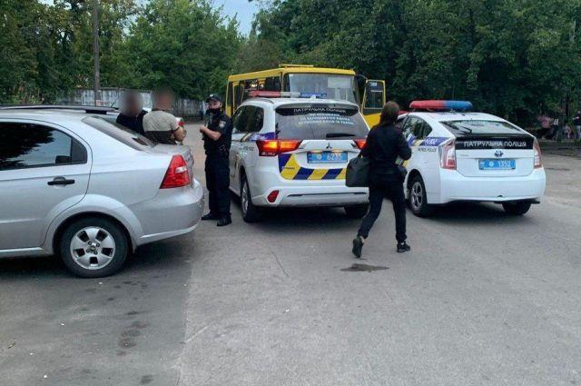 В Киеве двое парней украли маршрутку и гоняли по городу