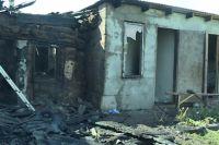 Один удар молнии уничтожил единственное жилье у семьи с ребенком из Сакмарского района.