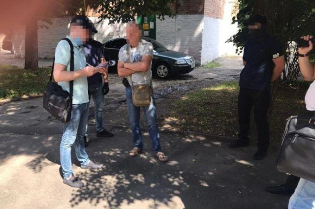 В Хмельницкой области чиновник ГФС требовал 5,5 тысячи долларов взятки