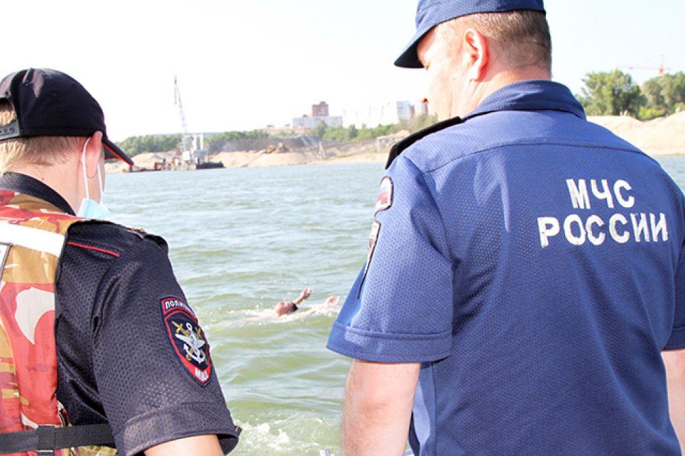 Также, подразделения Государственной инспекции по маломерным судам проводили усиленную работу по предупреждению гибели людей на воде.