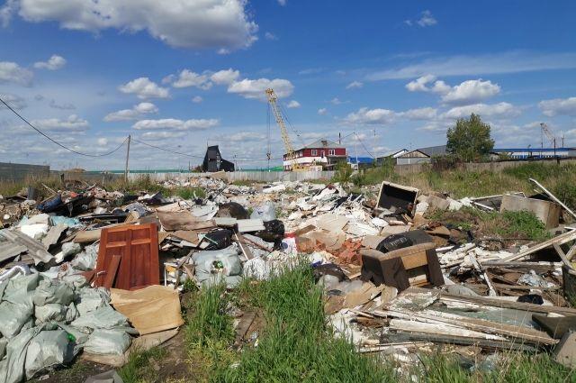 С ул. Связистов вывезли 950 кубометров мусора, это почти 100 КАМАЗов.