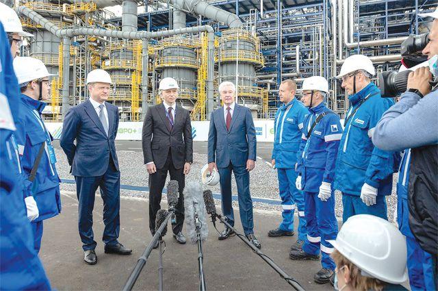 Мэр Сергей Собянин лично приехал открыть новый комплекс по переработке нефти «Евро+» .