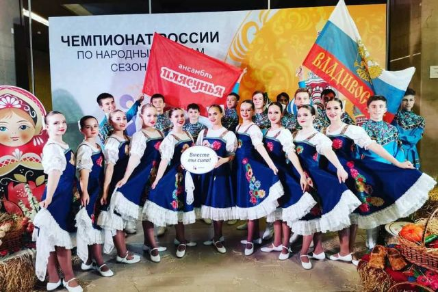 Чемпионам из «Плясуньи» аплодировали на лучших сценах страны и мира.
