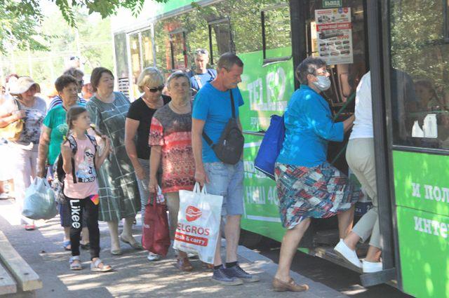 В общественном транспорте защитные меры соблюдают единицы.