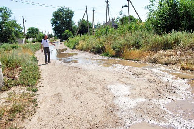 В кранах жителей посёлка Горного воды не было, зато она потоком текла по улице.