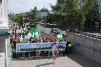 Горожане проводят демонстрации в защиту эклологии.
