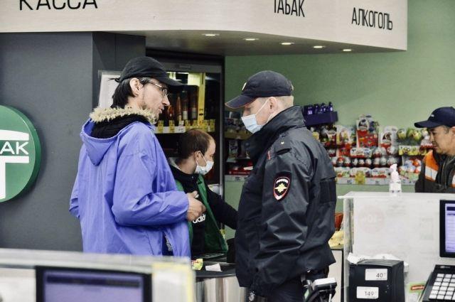 В округе продолжает действовать масочный режим. Многие магазины не обслуживают клиентов без средств защиты
