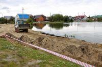 В Салехарде благоустраивают набережную озера Лебяжье