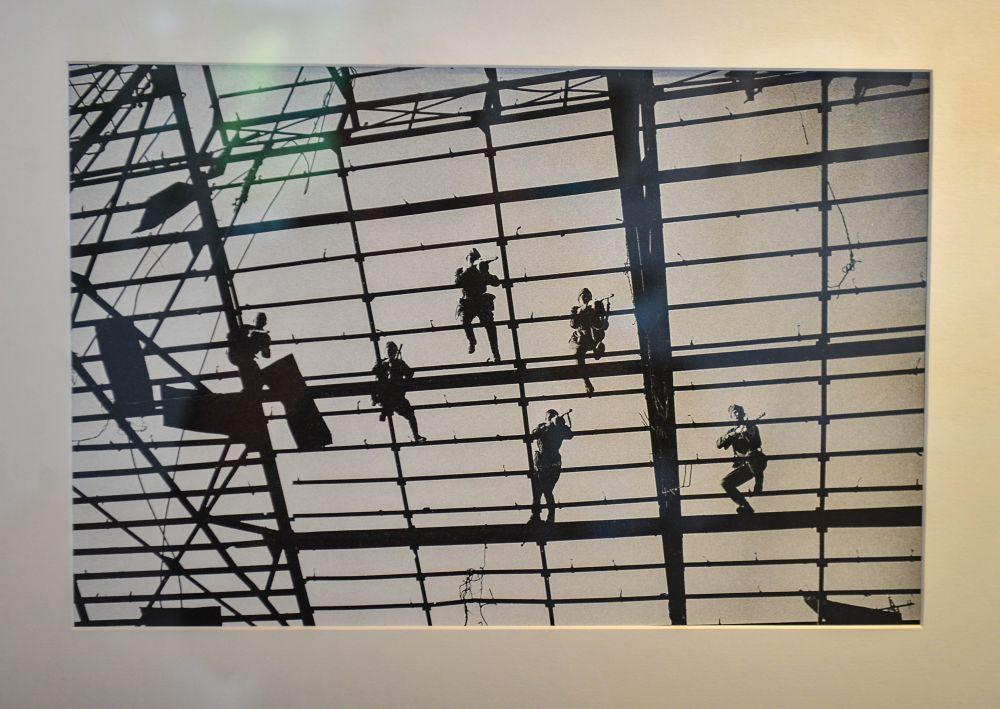 Бой на Обрешетке стеклянной крыши заводского сборочного цеха Сталинград.1943