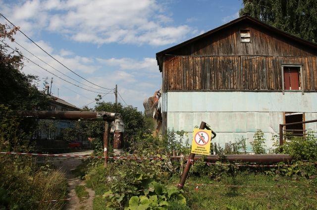 На улице Камчатской в Тюмени сносят аварийные дома