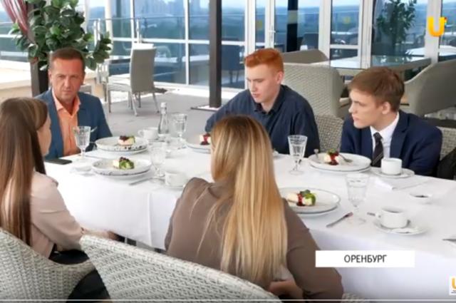 Глава города обсудил с выпускниками проблемы молодежи.