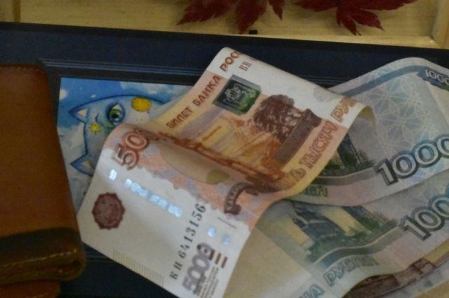 В Оренбуржье на полгода продлили выплаты на детей из малоимущих семей.