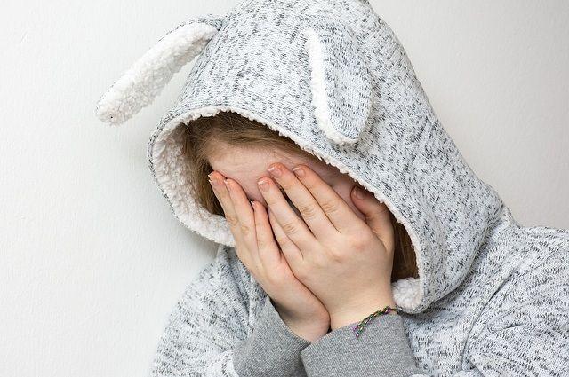 Уже готовы документы о лишении матери и отчима родительских прав, троих детей из семьи забрали.