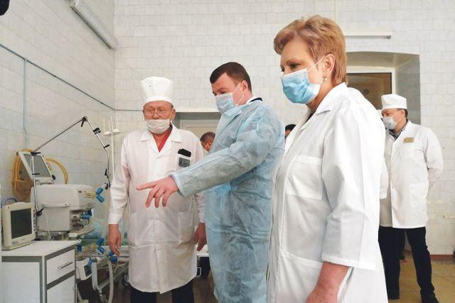 Александр Никитин проверяет готовность центра для лечения пневмоний, вызванных коронавирусом.