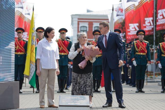 Для открытия закладного камня пригласили ветерана труда Лию Скородумову, которая пришла работать на ЧТЗ в 12 лет.