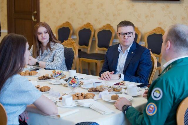 Разговор с молодёжными активистами прошёл в неформальной обстановке.