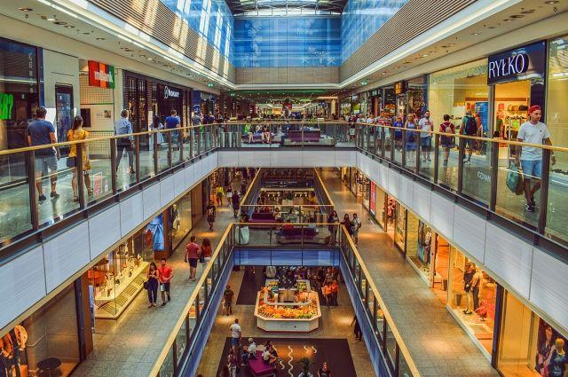 После четырёх месяцев карантина разрешили открыться торговым и торгово-развлекательным центрам.