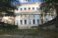 В Салехарде идет подготовка к сносу здания бывшего ЗВТ