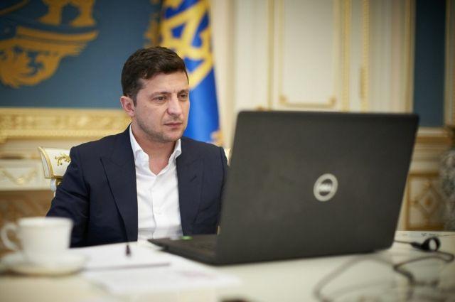 Зеленский утвердил изменения, внесенные в закон о среднем образовании
