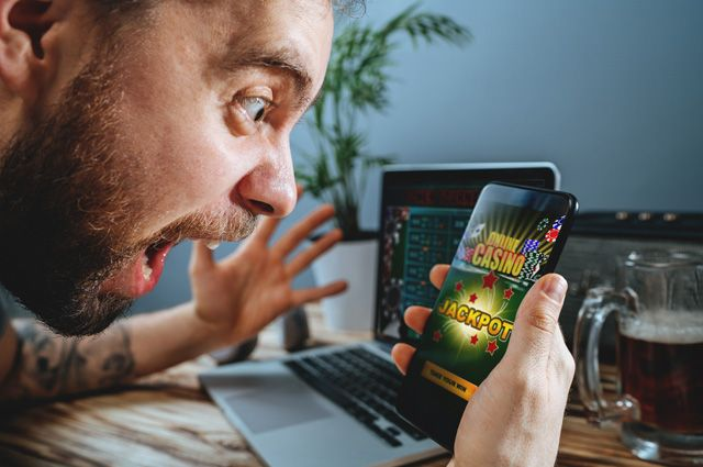 Сколько зарабатывает онлайн казино в россии герои войны и денег что выпадет в рулетки
