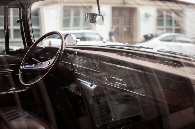 Во время дознания водитель признался, что купил подделку в Интернете.