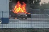В Оренбурге рано утром на заправке сгорел автомобиль.