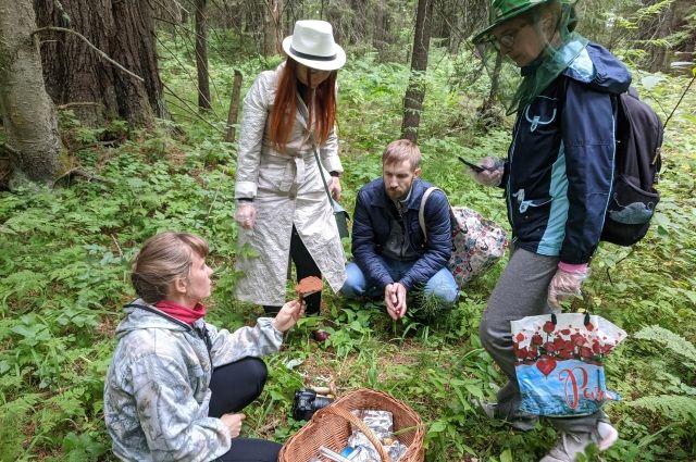 Нина Филиппова регулярно проводит грибные экскурсии в лесах югорской столицы