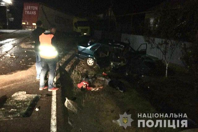 В Закарпатской области пьяный водитель влетел в фуру: один человек погиб