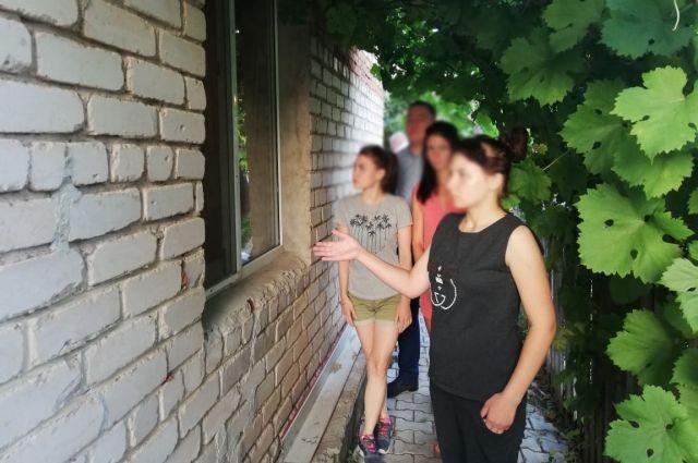 Неоднократно судимая 21-летняя орчанка обворовала три жилых дома в Оренбурге.