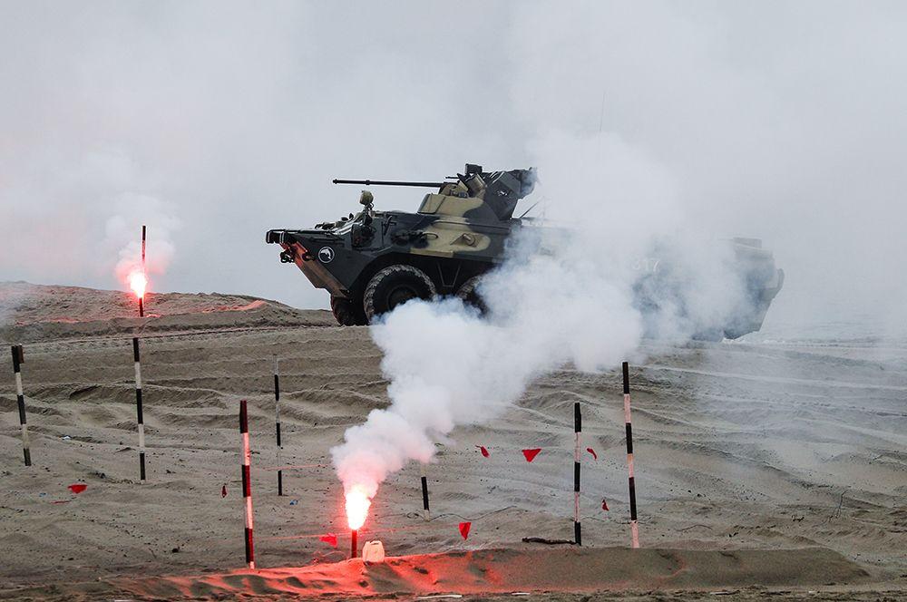 БТР с морскими пехотинцами.