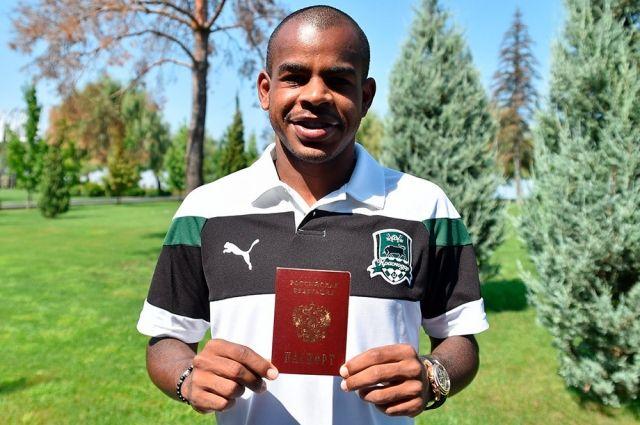 Жоаозиньо получил российский паспорт в 2016 году.