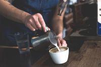 Кафе и рестораны выкручивались как могли. Но даже с доставкой и заказами на вынос работали в минус.