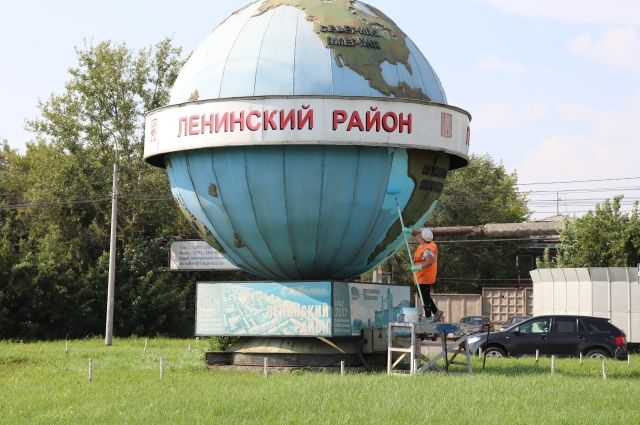 Чтобы отмыть достопримечательность Ленинского района, пришлось применить пожарные гидранты.