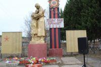 В центре села Сухово, среди буйной зелени, в 1986 году был воздвигнут памятник односельчанам.