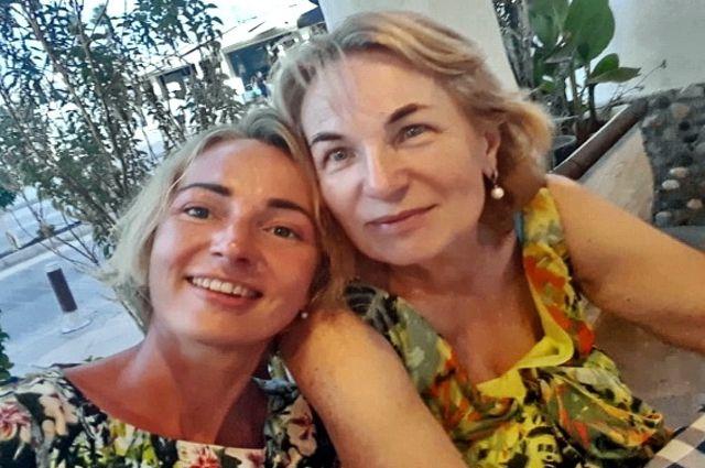 Ещё совсем недавно мама и дочь радовались жизни.